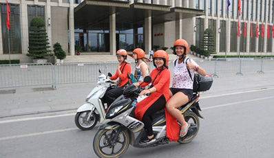 Hanoi insider tour with female motorbike driver