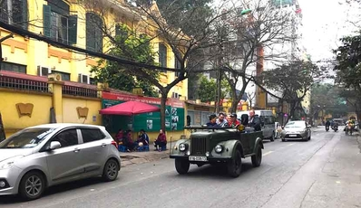 Hanoi food, culture, sights and fun with Jeep Car