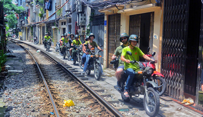 Discover Hanoi culture, food and sights by motorbike