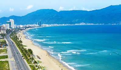 Danang beach and Excursions in the surroundings