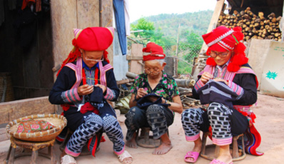 Sapa - Bac Ha Adventure by Shuttle bus
